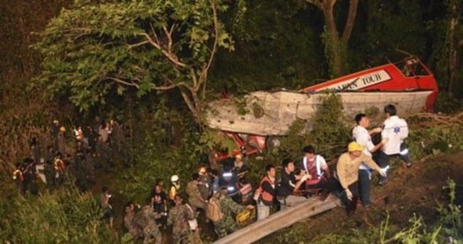 Turist otobüsü devrildi: 3 ölü