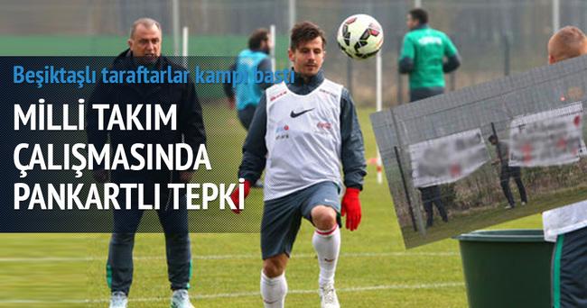 Beşiktaşlı taraftarlar milli takım idmanını bastılar
