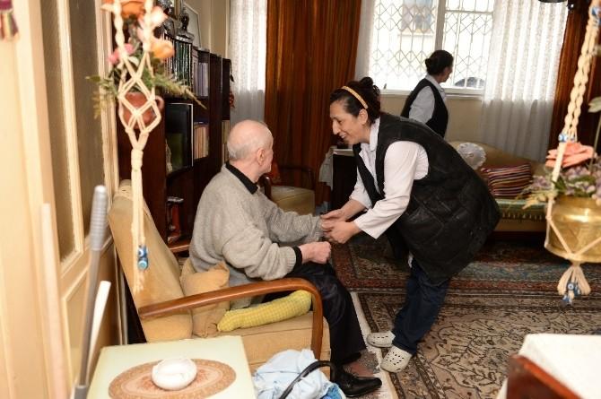 Beyoğlu'nda Yaşlılar Yalnız Değil