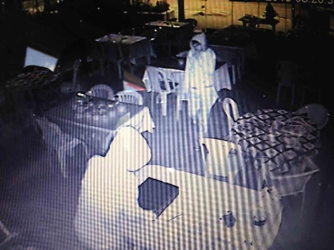 Kuşadası'nda Şehitler Derneği'ni Soyan Hırsızlar Yakalandı