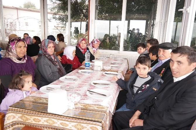 Gazi Ve Şehit Ailelerine Kahvaltı