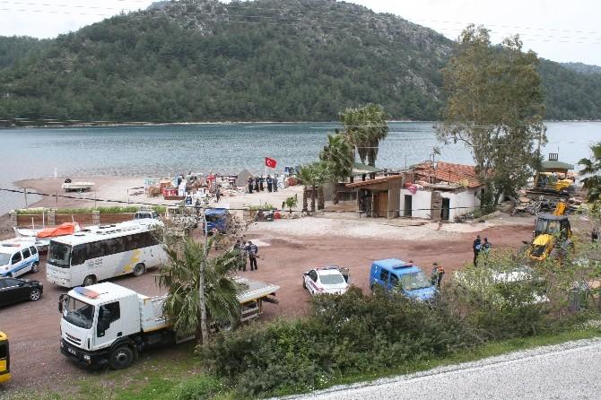 Dünyaca Ünlü Kızkumu Plajındaki Kaçak Tesis Yıkıldı