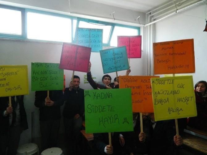 Öğrencilerden 'Kadına Şiddete Hayır' Programı