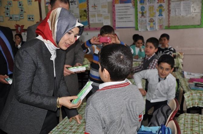 Şırnak'ta Öğrencilere Diş Fırçası Ve Macunu Dağıtıldı