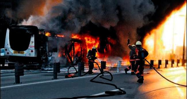 Metrobüs yangınının nedeni araştırılıyor