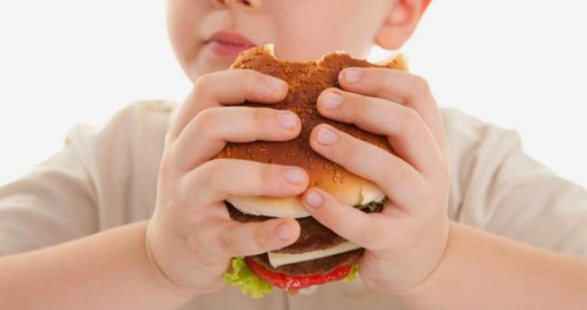 Obezite anne babadan geçebiliyor
