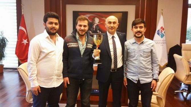 HKÜ 3. Gül Kupası Satranç Turnuvasına Katıldı
