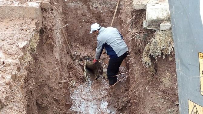 Gölbaşıda Tıkanmış Kanalizasyonlar Açıldı