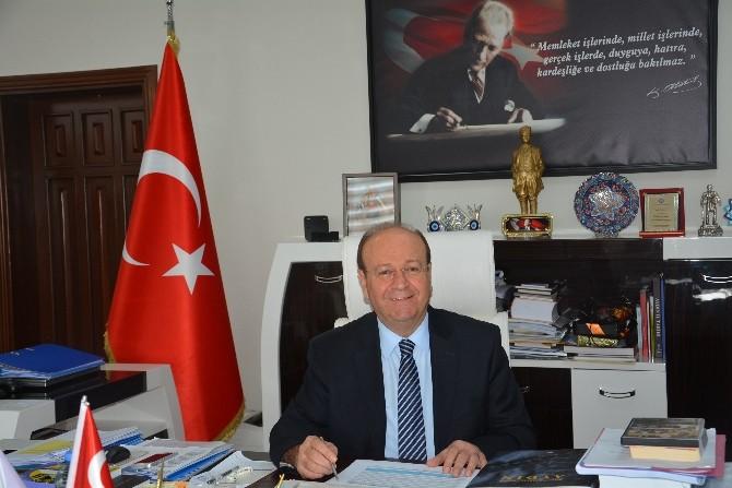 """Başkan Özakcan; """"Tiyatro Yaşamın Bir Parçasıdır"""""""