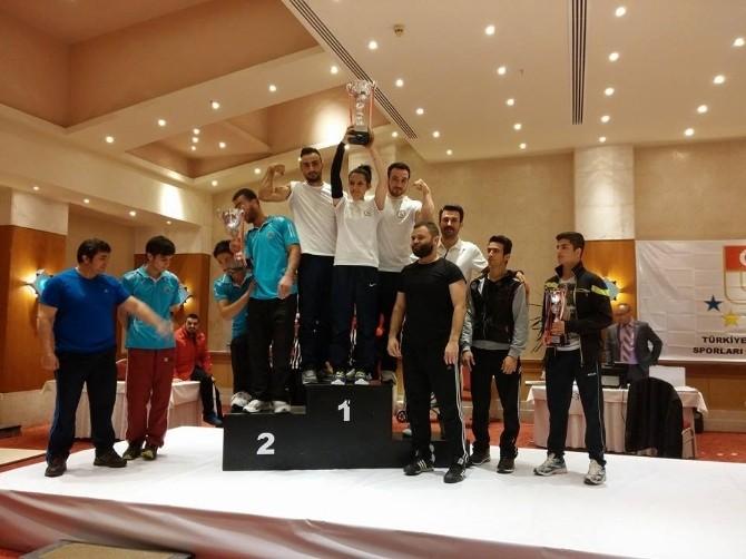Bilek Güreşinde Türkiye Şampiyonu Oldu