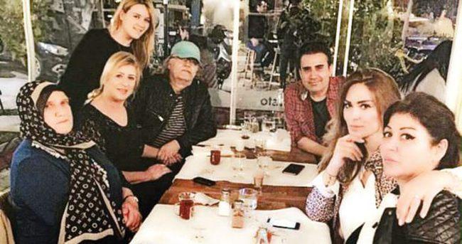 Emrah ve ailesi yemekte buluştu