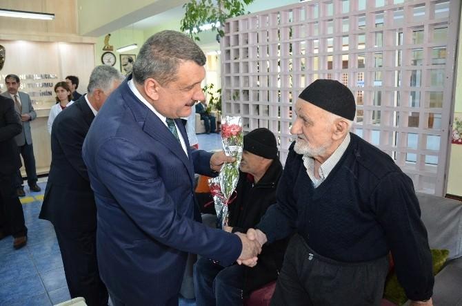 Başkan Selahattin Gürkan, Huzurevi'ni Ziyaret Etti