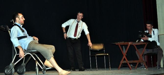 Tiyatro Bisad, Çok Tuhaf Soruşturma Adlı Oyunu Sahneledi