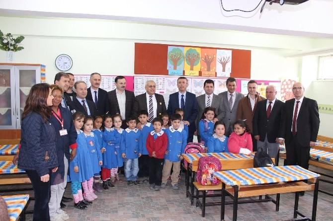 DSİ Çalışanlarından Soma Namık Kemal İlkokulu'na Yardım Eli