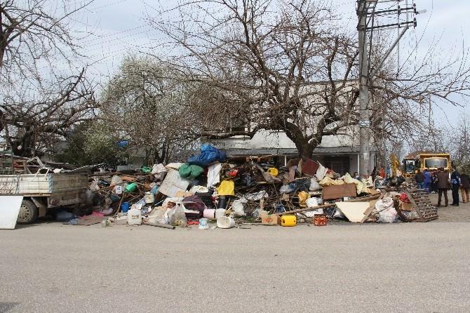 Çöp Evden 27 Kamyon Çöp Çıktı