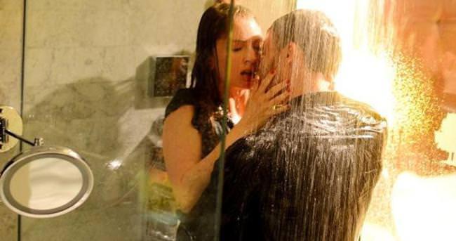 Kerem Bürsin ile Yasemin Allen banyoya girdi