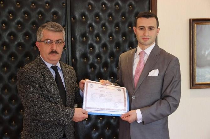Kaymakam Güntepe'den 5 Öğretmene Başarı Belgesi