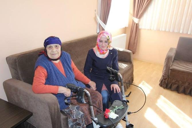 Bayburt AK Parti Gençlik Kollarından Huzurevi Ziyareti