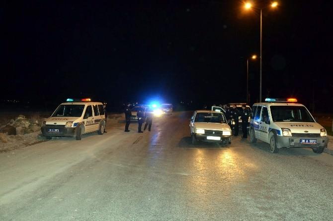 Otomobiliyle Polisten Kaçan Şahıs Tekeri Patlayınca Yakayı Ele Verdi