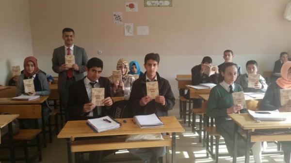 Pütürge İlçe Müftülüğü'nce Öğrencilere Kitap Dağıtıldı