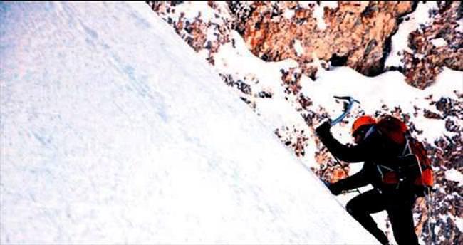 Dağcılar Uludağ'ın zirvesine tırmandı
