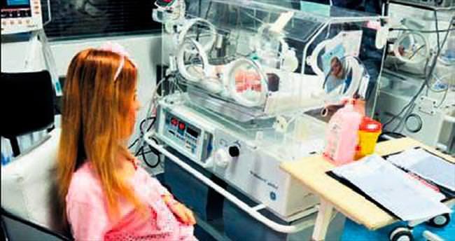 Ölümü göze aldı bebeğini doğurdu