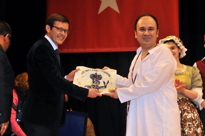 Akşehir'de 'Meraki' Sahnelendi