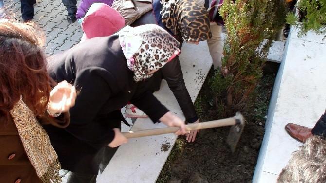 """Gediz Depreminin 45. Yılında """"Deprem Şehitlerini Anma Günü"""" Düzenlendi"""