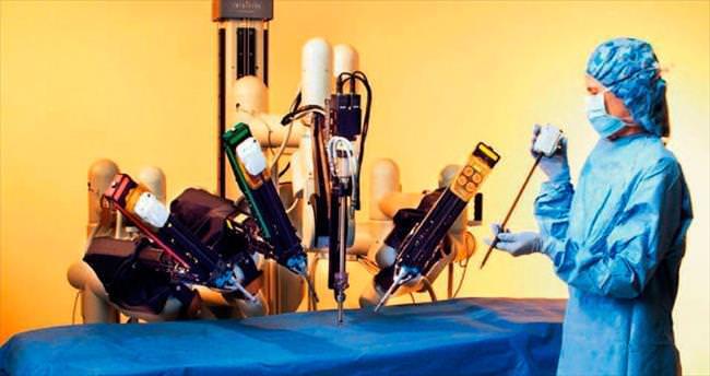 Ameliyathanelere özel asistan robot