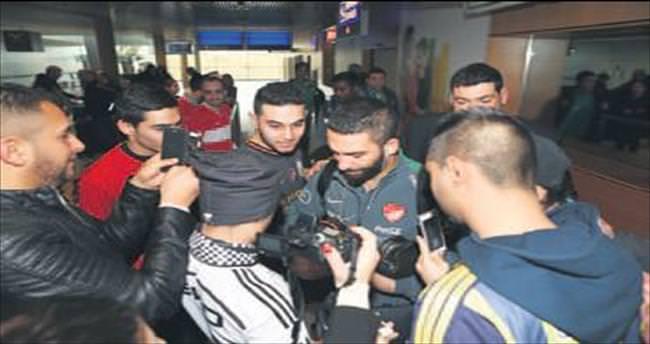10 milli futbolcu İstanbul'a döndü