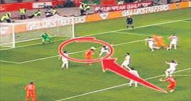Huntelaar: Bilerek attım!
