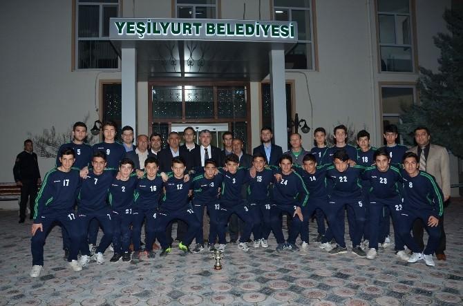 Başkan Polat, Şampiyon Gençleri Ağırladı