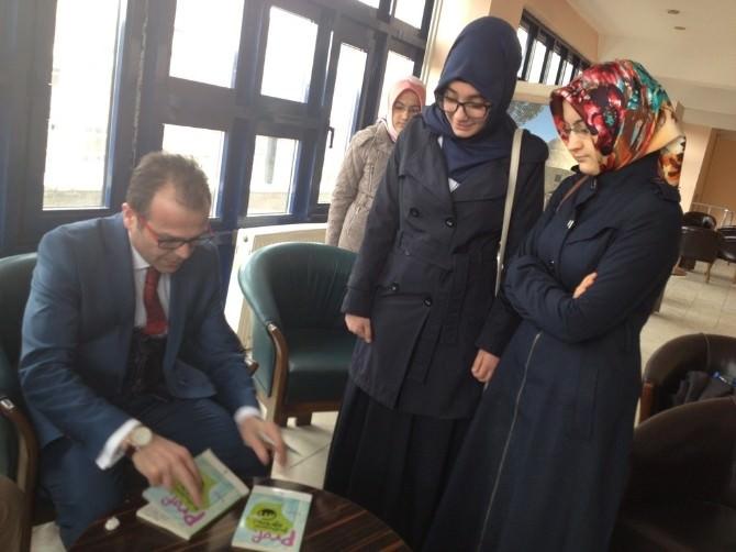 Sosyolog-yazar İsmail Öz'den Öğrenci Ve Velilere Konferans