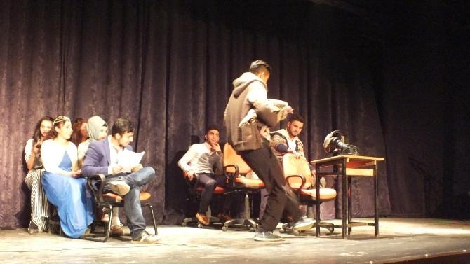 Malazgirt'te Tiyatro Gösterimi