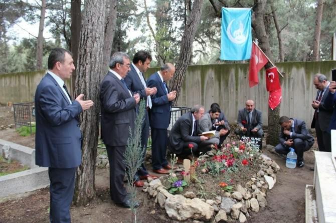 Başkan Şahiner, Fırat Çakıroğlu Mezarı'nı Ziyaret Etti