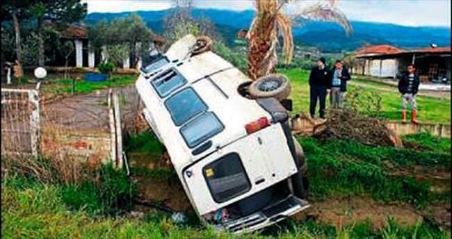 İşçi taşıyan minibüs takla attı: 7 yaralı