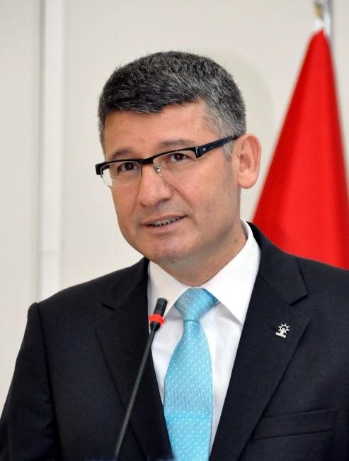 """Yeni: """"Sözlü'ye Büyükşehir Gömleği Büyük Geldi"""""""