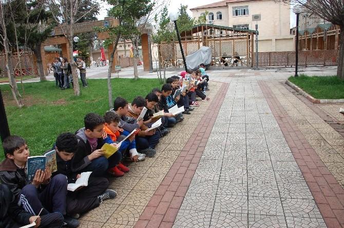 Kütüphaneler Haftası Kapsamında Onlarca Kişi Kitap Okudu