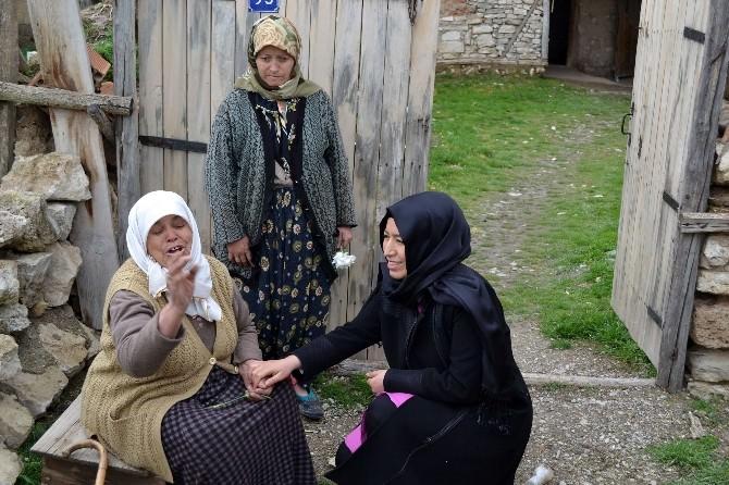 AK Partili Gençler Sandıklı İlçesinde Selden Mağdur Olan Aileleri Ziyaret Etti