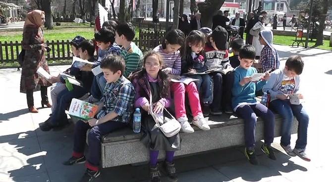 Düzceliler Kitap Okumak İçin Anıtpark'a Toplandı