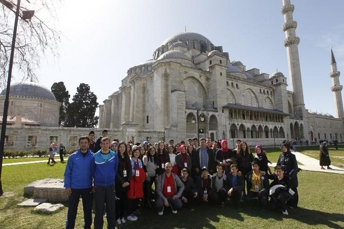 41 Genç Tarihi İstanbul Turunda
