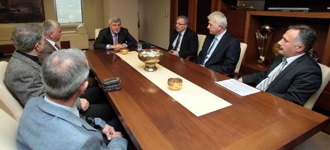 Başkan Karaosmanoğlu, Nüzhetiye Köyü Muhtarını Misafir Etti