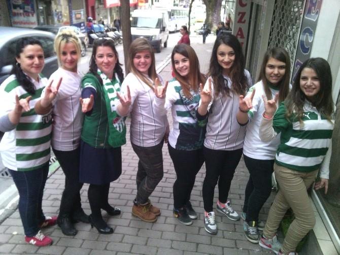 Bursasporlu Kadın Taraftarlardan Çakın'a Destek