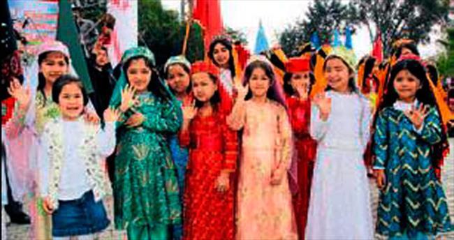 Hatay'daki Afganlardan coşkulu Nevruz kutlaması