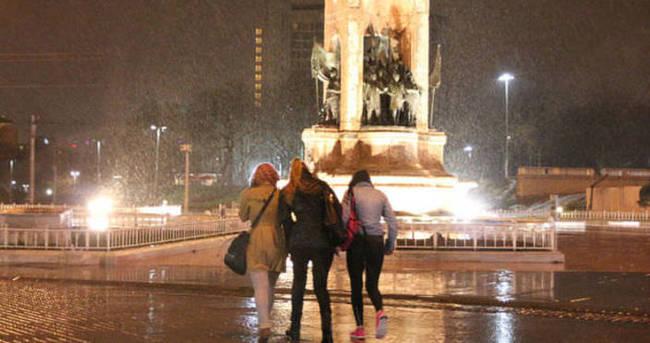 İstanbul'da gece yağmur etkili oldu