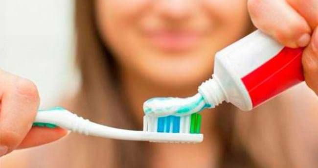 Dişlerinizi sert fırçalamayın!