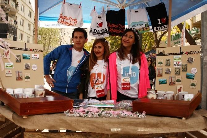 Adana'nın Hediyelik Eşyaları Karnaval Stantlarında