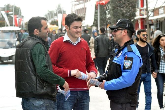 Polis, Öğrencilerle İş Birliği Yaparak Vatandaşları Bilgilendirdi