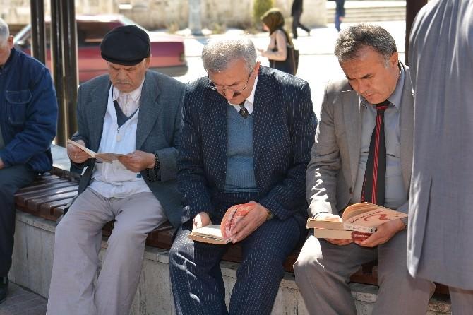 Burdur'da Kitap Okuma Etkinliği Düzenlendi