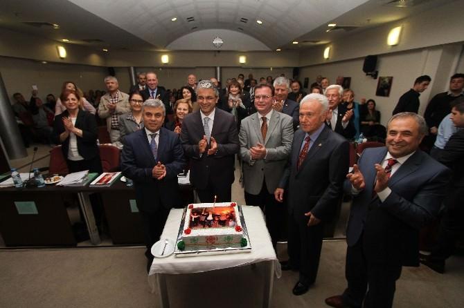 Karşıyaka Belediye Meclisinde Pastalı Kutlama